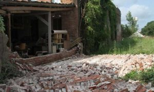 This wall collapsed in Timpson, Texas, following a 4.8 magnitude earthquake in 2012. A new satellite study confirms the temblor was induced by injection of large volumes of wastewater from oil and gas activities. Credit: East Texas Press