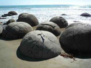 Gigantic concretions formed in mudstone on New Zealand's Moeraki coast; about 50 million years old. The present research shows that even concretions of this size formed very rapidly, within several decades.