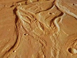 The central portion of Osuga Valles, which has a total length of 164 km.