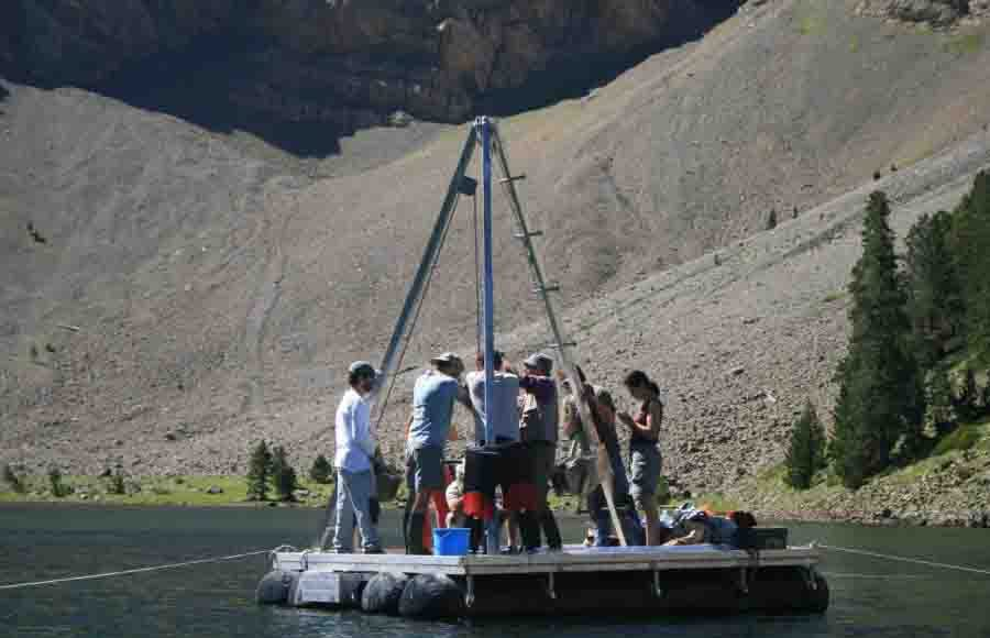 Extraction of the sequence in Basa de la Mora lake by the IPE-CSIC research group of Quaternary Paleoenvironments. Credit: Anchel Belmonte Creative Commons BY-ND