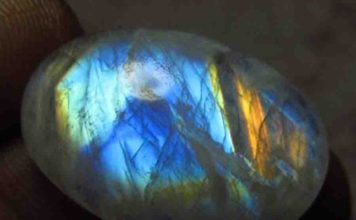 Rainbow Moonstone. Credit: gemsnjewelry 2014