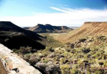 The Great Escarpment in Karoo National Park, South Africa, looking across the Lower Karoo. Credit: Wikimedia Commons
