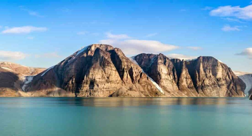 Geologists studying rock samples from Baffin Island find lost fragment of continent. Credit: istock