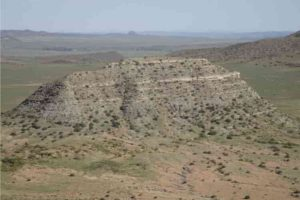 Researchers dated ash deposits from this hill, called a koppie in South Africa. The lower part of koppie Loskop exposes strata from before the end-Permian extinction (Palingkloof Member of the Balfour Formation), while the upper part contains layers deposited after the extinction (Katberg Formation). Credit: John Geissman