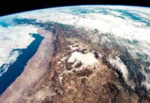 The Andes seen from space. The height of the Andes, like the height of other mountain ranges on Earth, is determined by tectonic forces (Credit: NASA; Astronaut photograph ISS059-E-517).